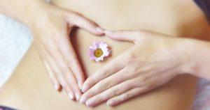 dbn e prevenzione - mani e fiore sulla pancia