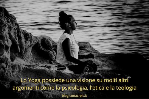 ragazza che fa yoga aps